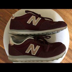 New balance sneakers burgundy